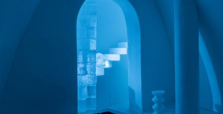 blue vault of ice inside bedroom in Icehotel