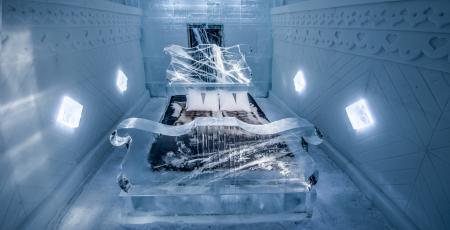 double bed in deluxe suite Raindrop prelude made of snow and ice